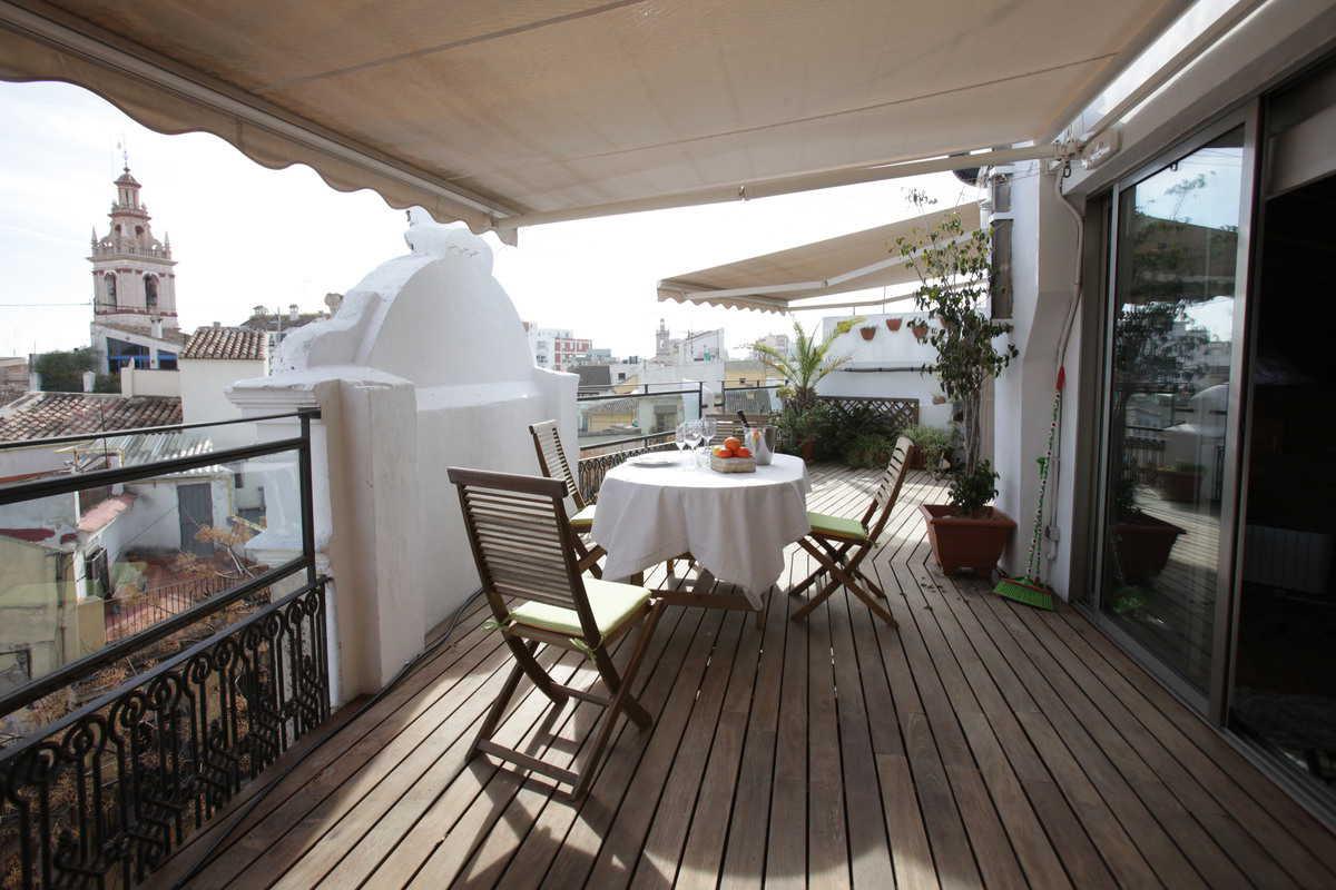 Vivace e colorato attico moderno con terrazzo - Appartamento ...