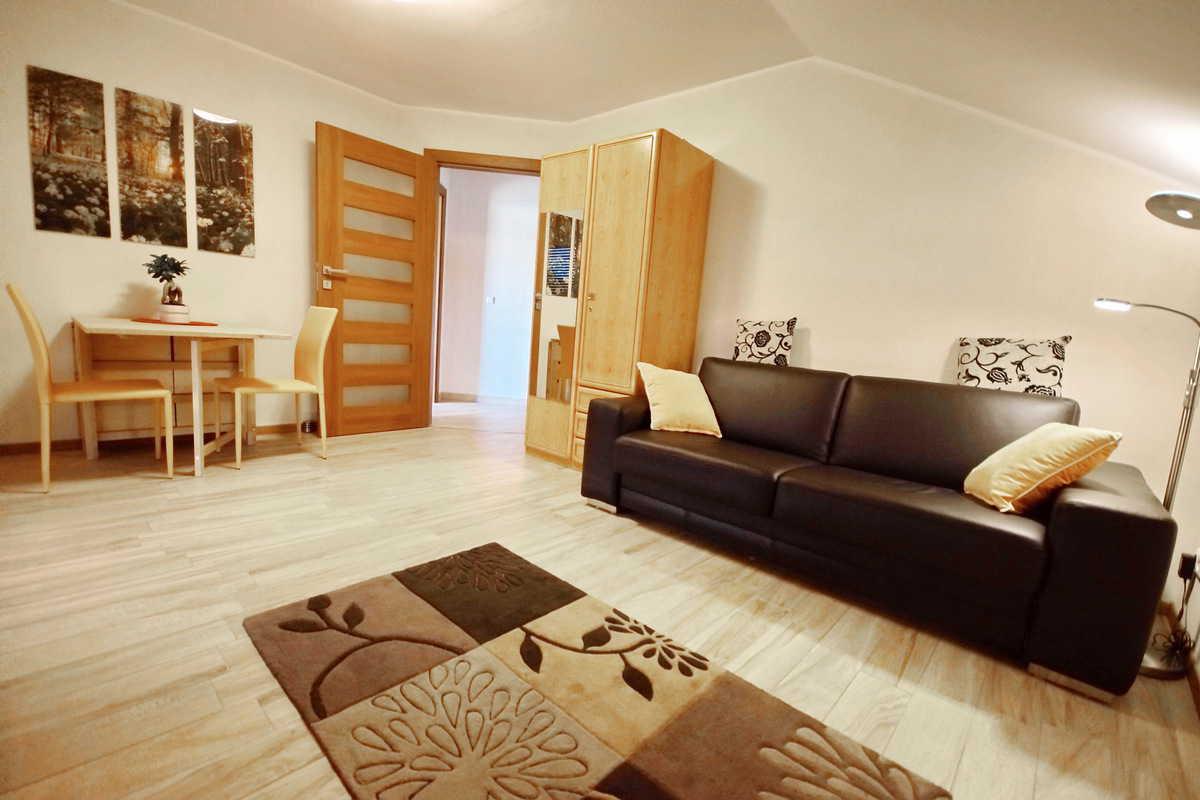 moderne wohnung nahe flughafen hamburg ferienwohnung hamburg. Black Bedroom Furniture Sets. Home Design Ideas
